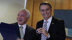 Buena onda. Bolsonaro bromea con el presidente, Michel Temer, quien también quiere replantear el Mercosur.