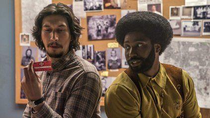 Equipo. Adam Driver (izquierda) y John David Washington, quien interpreta a Ron Stallworth, que llegó al corazón del grupo supremacista blanco.