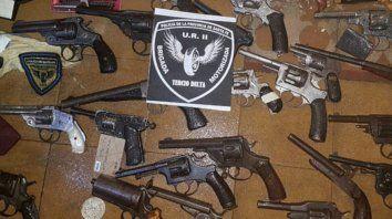 Secuestro. Algunas de las armas que la policía sacó de manos de civiles durante octubre en el marco de diversos operativos.