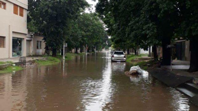 Desbordó el canal de Maciel y el panorama en la región por las lluvias se complica aún más
