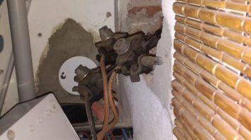 Uno de los hallazgos. Algunas de las instalaciones irregulares se hacían directamente a través de los cables de alimentación de energía.