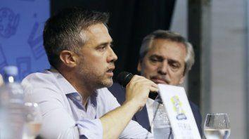 Orador. Busatto, precandidato a gobernador por Unidad Ciudadana-PJ.