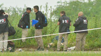 Entre los yuyos. El cuerpo baleado y maniatado de Maldonado quedó junto a la colectora de Circunvalación.