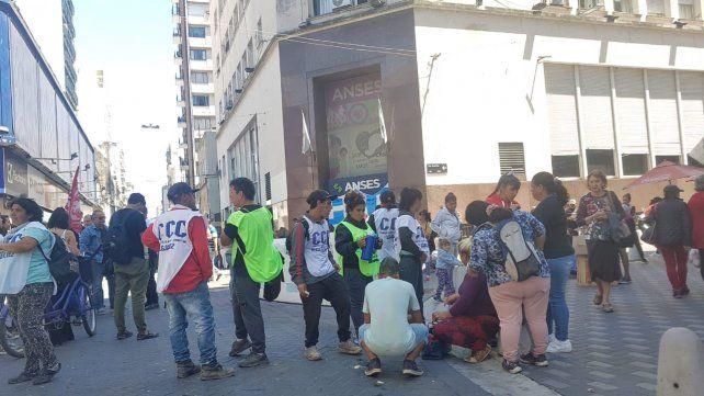 Cortes de calles en el microcentro por protestas sociales