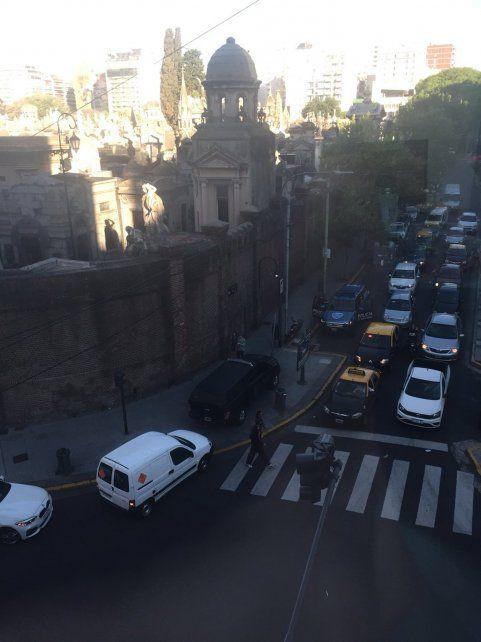 Una mujer está grave tras causar una explosión en el cementerio de Recoleta