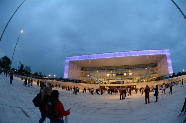 Con un show artístico de primer nivel se inauguró el espectacular Antel Arena
