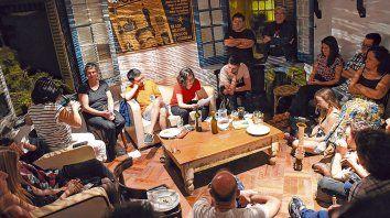 Lectura. La Noche de los Poetas Vivos, en el espacio cultural Casa Yiró. En este ciclo también hay debate.