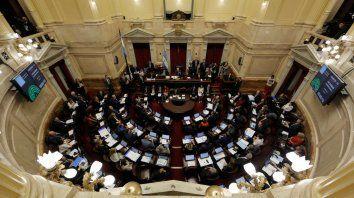 Recinto a pleno. La Cámara alta fue caja de resonancia de la dura disputa entre legisladores de Cambiemos y los sectores críticos al modelo M.