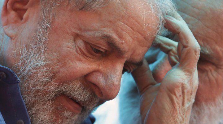 Imputado. Lula fue sacado bajo fuertes medidas de seguridad de la sede policial donde está recluido en Curitiba.