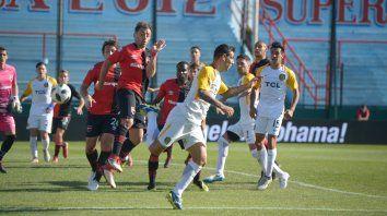 Taco y gol. Herrera ya puso el pie derecho tras el córner de Gil y abre el clásico. Con ese triunfo el canalla avanzó a semifinales.