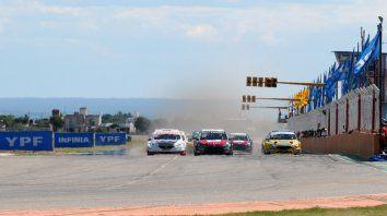 A fondo. Las máquinas del TC 2000 se lucieron la fecha pasada en San Luis y esperan sacarle brillo a la renovada y atractiva pista rosarina durante todo el fin de semana.