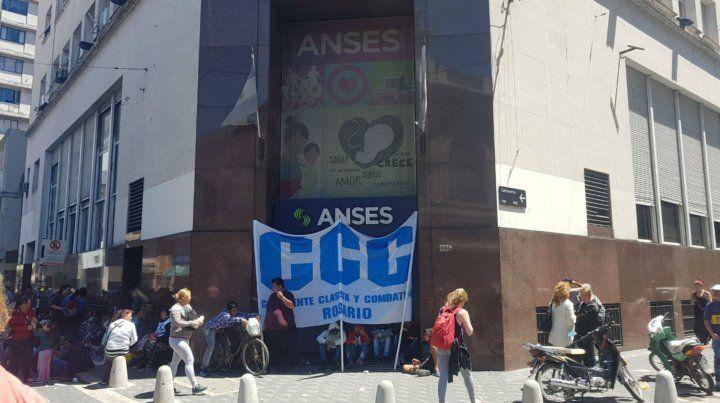 Movilización en Rosario a favor de una dirigente de trabajadores rurales