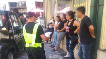 Detienen a tres mujeres y un hombre por robar en pleno centro
