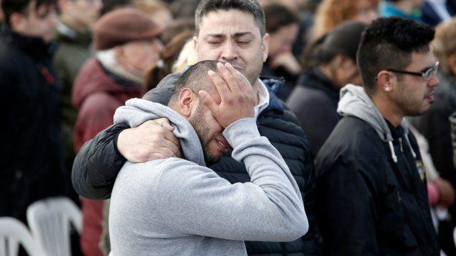 Pavoroso. Escenas de dolor en el primer aniversario de la desaparición del submarino.