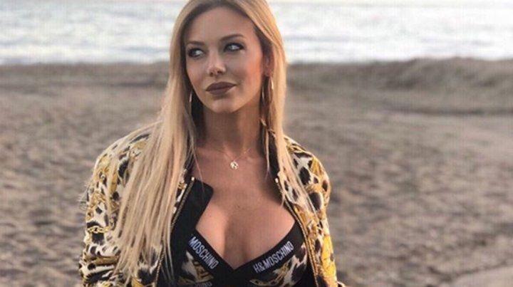La sexy producción de Evangelina Anderson en las playas de Marbella
