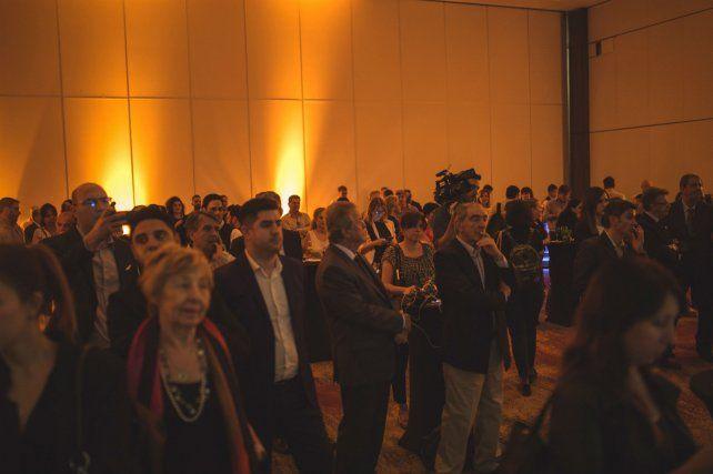 Los invitados siguieron con atención la presentación.