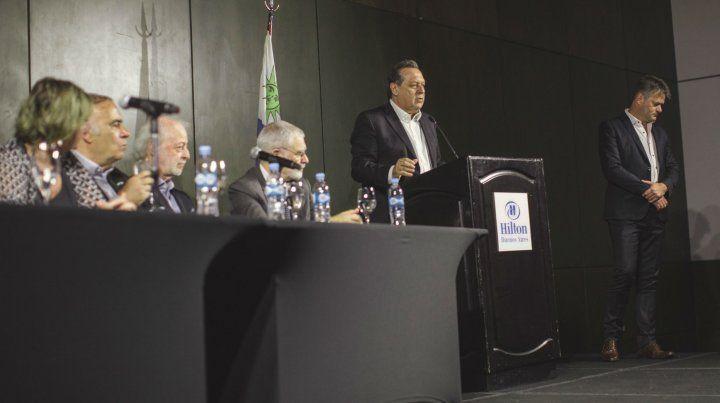 El ministro Santos durante la presentación.