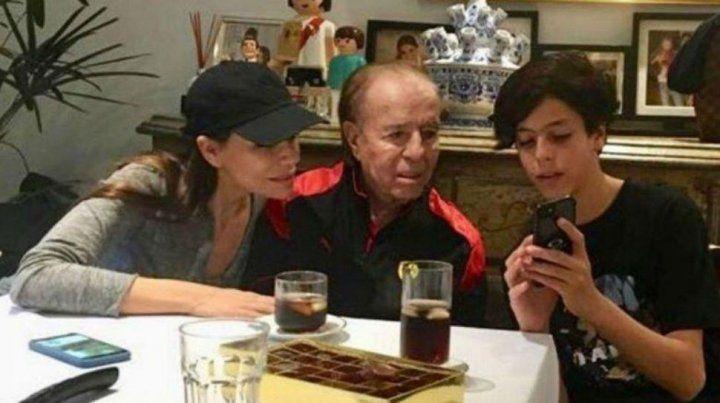 El expresidente con Máximo y Zulemita en una foto de hace un tiempo.