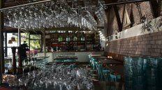 Vasos vacíos. Los bares y restaurantes rosarinos sintieron el impacto de la crisis, la inflación y los tarifazos.