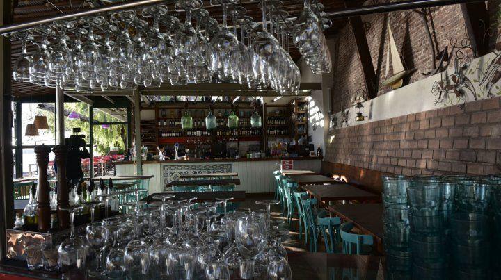 Vasos vacíos. Los bares y restaurantes rosarinos sintieron el impacto de la crisis