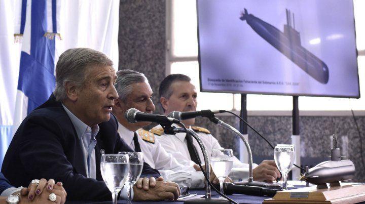 Aguad junto al jefe de la Armada y el agregado naval en Estados Unidos en la conferencia de hoy.