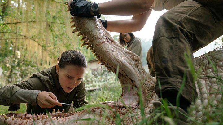 Natalie Portman interpreta a una bióloga que se enfrenta a extrañas mutaciones de la naturaleza.
