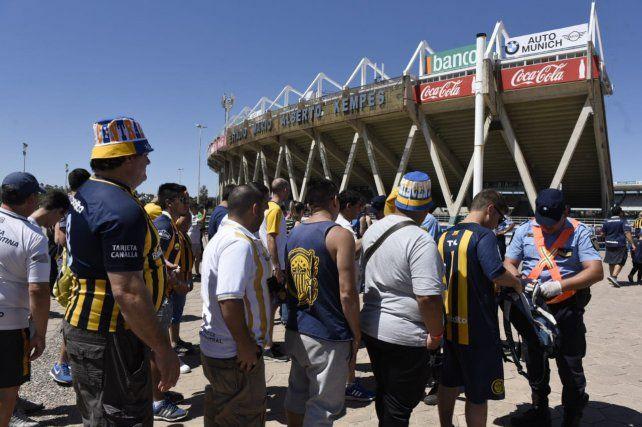 Los hinchas canallas coparon el estadio Mario Kempes
