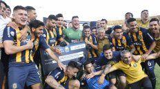 Tras el gol convertido por el Colo Gil, los canallas desataron el festejo por la victoria.