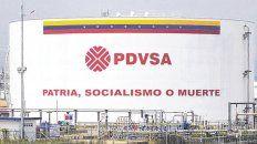 Socialismo o muerte. Un tanque de almacenamiento de PDVSA con la tradicional consigna chavista.