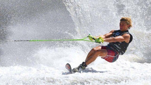 Tobías Giorgis, campeón en salto y récord