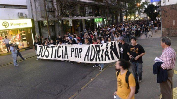 Eterno pedido. Una de las tantas marchas que se realizaron para exigir justicia por la muerte de Adrián Rodríguez.