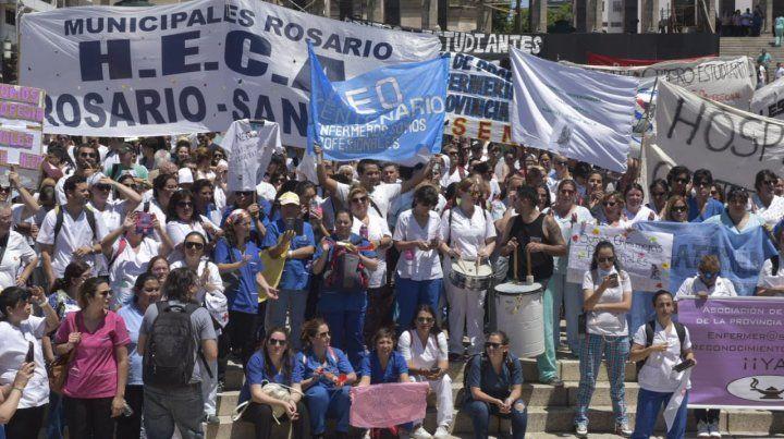 Enfermeros marcharon para pedir ser reconocidos como profesionales de la salud