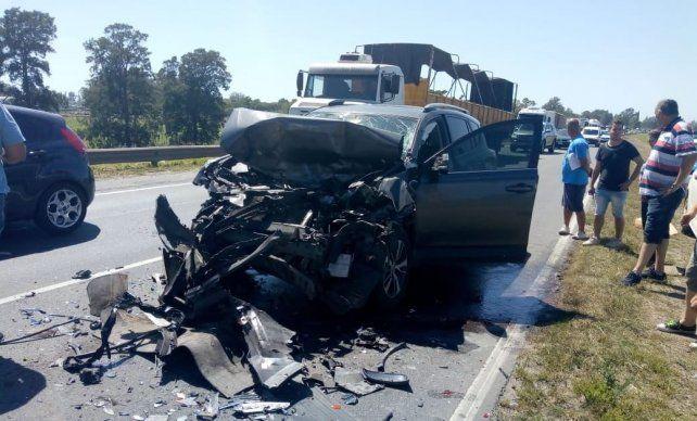 Así quedó la camioneta Toyota que conducía la diputada provincial Alejandra Vucasovich.