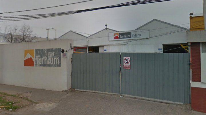 Un operario que trabajaba en una grúa murió al quedar aprisionado contra un muro