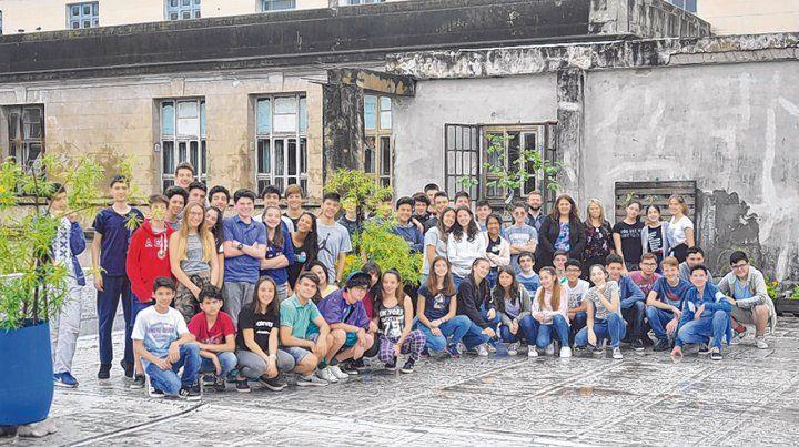 Estudiantes y profesoras del Politécnico que participan del Taller de Problemática Ambiental.