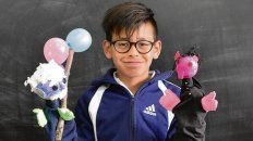 Benjamín, de 12, años, elige leer a Javier Villafañe.