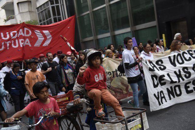 La marcha de la gorra contra la violencia institucional copó el centro rosarino