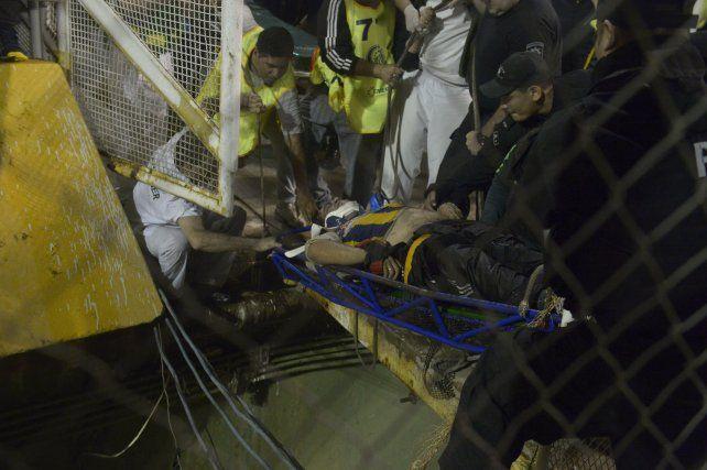 Un hincha de Central resultó herido esta noche al caer al foso del estadio