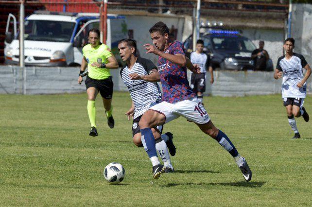 Trejo inicia el ataque de los charrúas. El equipo dirigido por Claudio Pochettino mostró una buena imagen ante el lujanero.
