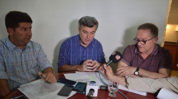 Buena nueva. El intendente Freyre, flanqueado por los secretarios Fernández y Lagna, hizo el anuncio.