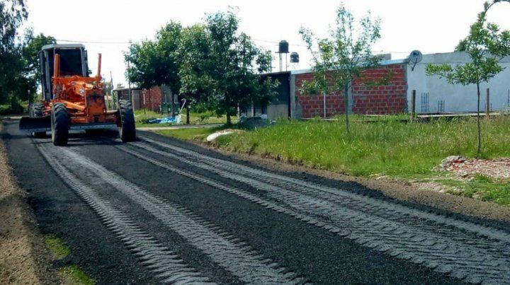 Los trabajos. Se están pavimentando 12 cuadras de barrio Mitre.