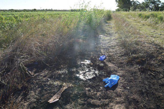 Manchón. El fuego dejó su rastro en la tierra donde hallaron el cuerpo.
