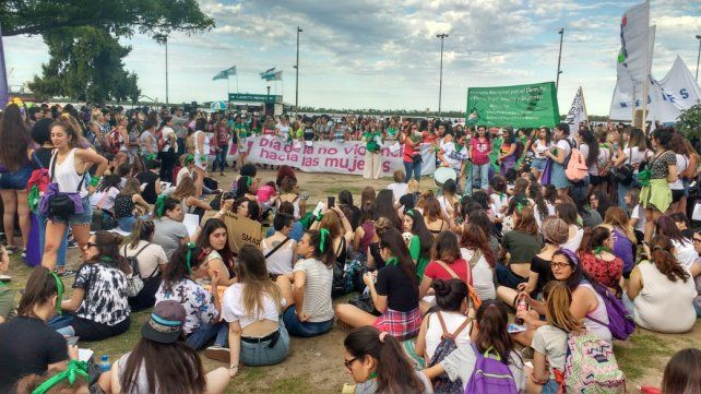 Rosario marchó por el Día Internacional de la Eliminación de la Violencia contra la Mujer