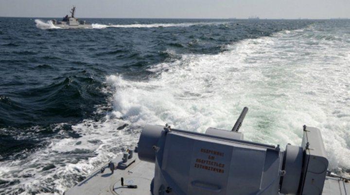 Dos naves de la armada ucraniana patrullan cerca de Crimea.