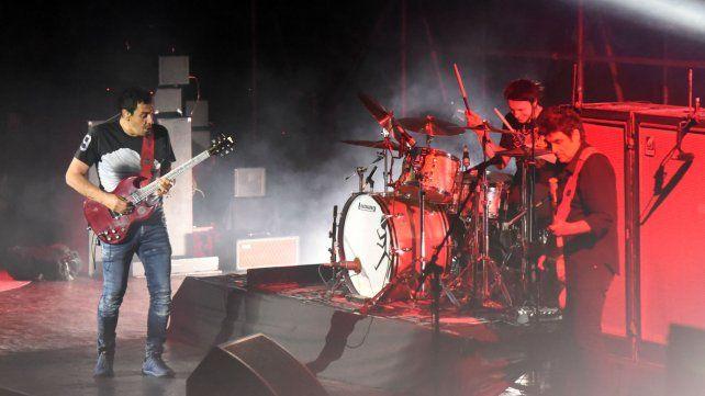 Aplanadora. Ricardo Mollo en guitarra