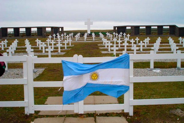 Identifican a otro soldado argentino enterrado en las Islas Malvinas