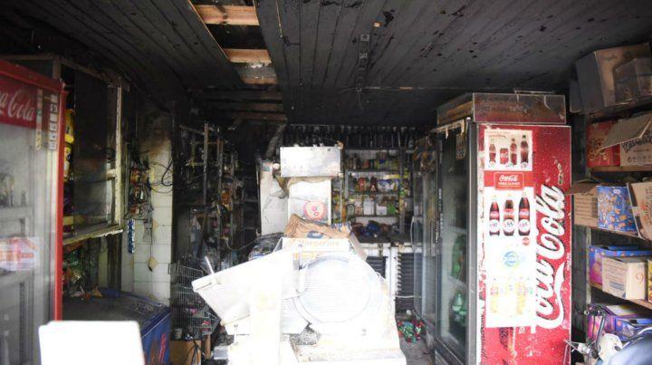 El negocio de la familia sufrió serios daños por el incendio.
