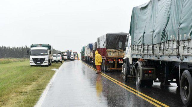 Volcó un camión que transportaba cereal a la altura de Soldini