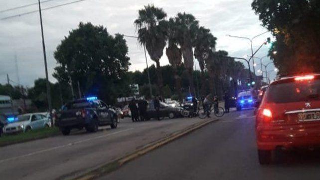 Un policía de la motorizada fue atropellado en Rondeau y Baigorria