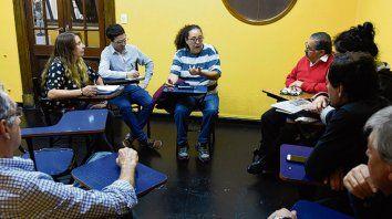 Acción. Referentes vecinales se reunieron ayer en Empleados de Comercio.
